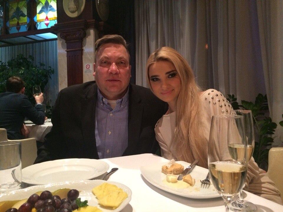 love story girl Super_Blonde  and manCanadian Tsar